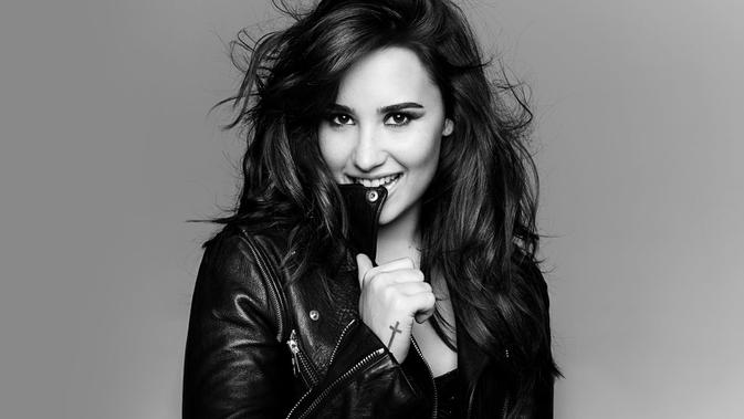 Demi Lovato Pakai Baju Serba Mini Cocok Gak Sih