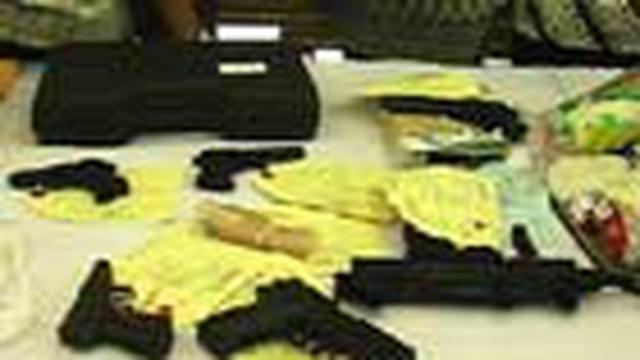 Dalam lima bulan terakhir, Kepolisian Daerah (Polda) Metro Jaya berhasil menyita 26 senjata api dari berbagai jenis dan merk. Senjata api tersebut  didapat dari sitaan kasus-kasus kriminalitas maupun narkoba yang diungkap polisi yang hari ini, Jumat (4/6)
