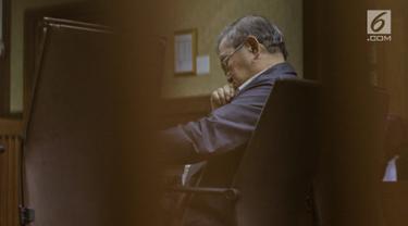 Terdakwa suap kepada Hakim Adhoc Tipikor PN Medan Merry Purba, Tamin Sukardi menjalani sidang tuntutan di Pengadilan Tipikor, Jakarta, Senin (11/3). JPU KPK menuntut Tamin dengan tujuh tahun penjara. (Liputan6.com/Johan Tallo)