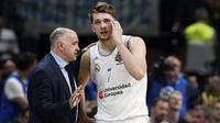 Pemain muda Real Madrid, Luka Doncic, dikabarkan bakal hijrah ke NBA. (AP Photo/Darko Vojinovic)
