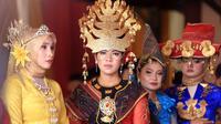 Kahiyang Ayu - Bobby Nasution Suasana Proses Adat Pemberian Gelar (Deki Prayoga/bintang.com)