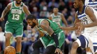 Aksi Kyrie Irving saat Celtics mengalahkan Timberwolves (AP)