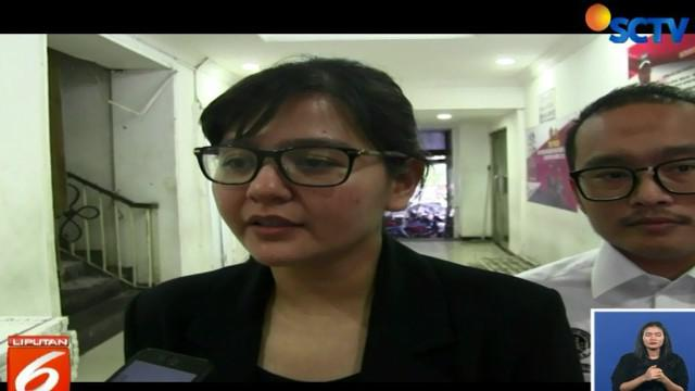 Ratu Tisha diperiksa sebagai saksi sekitar 13 jam olah Satgas Anti-Mafia Bola atas laporan manajer Persibara Banjarnegara.