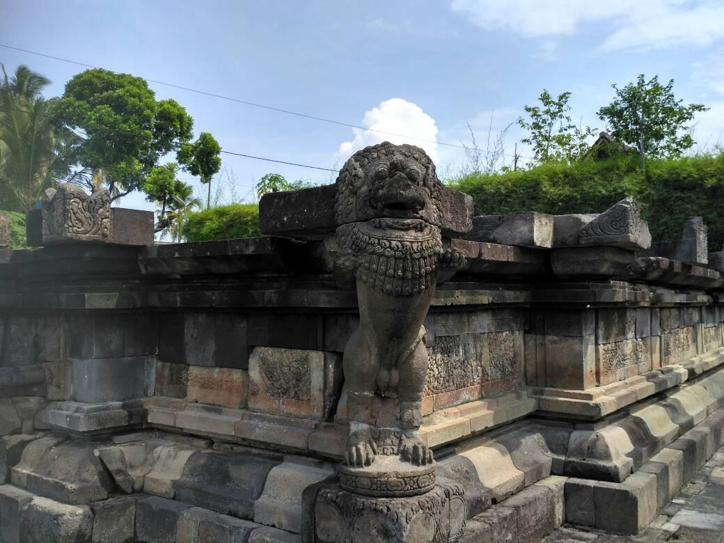 Singa penjaga ini sangat misterius karena bentuk arca ini tak lazim ada di Indonesia. (foto : Liputan6.com / edhie prayitno ige)