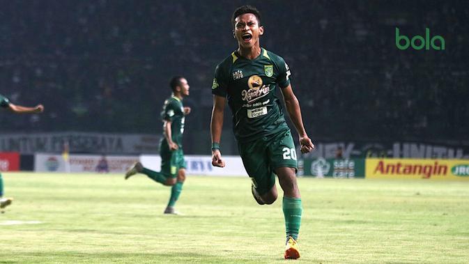 Osvaldo Haay mencetak hattrick saat Persebaya mengalahkan Madura United 4-0, Kamis (25/10/2018) di Stadion Gelora Bung Tomo, Surabaya. (Bola.com/Aditya Wany)