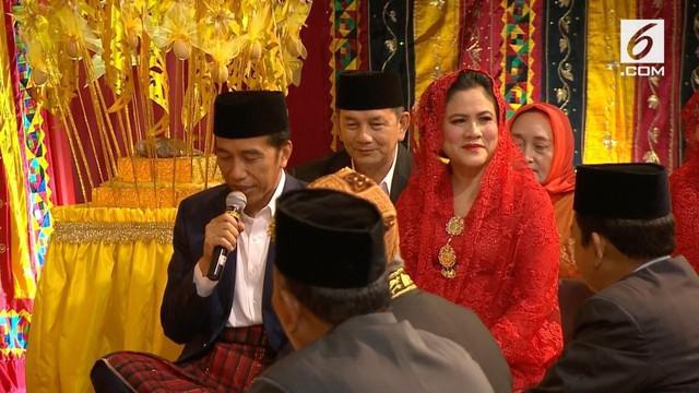 Dalam pesta adat Kahiyang-Bobby, Presiden Jokowi memberikan petuah tentang kebahagiaan dan kemalangan bagi kedua mempelai.