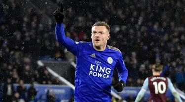 Striker Leicester City, Jamie Vardy merayakan gol yang dicetaknya ke gawang Aston Villa pada lanjutan Liga Inggris di King Power Stadium, Selasa (10/3/2020) dinihari WIB. Jamie Vardy sumbang dua gol saat Leicester City menang 4-0 atas Aston Villa. (AP /Rui Vieira)