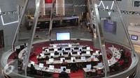 Peserta mengikuti cara berinvestasi Mandiri Skuritas di Bursa Efek Jakarta, Selasa (17/11). Mandiri Sekuritas terus mendorong pertumbuhan jumlah investor pasar modal di Indonesia. (Liputan6.com/Angga Yuniar)