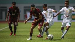 Saat menang 3-1 atas Persebaya Surabaya di pekan pertama BRI Liga 1 2021/2022, Jonathan Bustos membuat 2 assist atas 2 gol dari Terens Puhiri dan Guy junior. Ia juga mampu menjaadi konduktor tim dengan umpan-umpan suksesnya sebanyak 32 kali dalam laga tersebut. (Foto: Bola.com/Bagaskara Lazuardi)