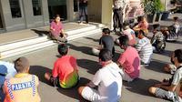 Para pelaku tersebut diamankan dalam pelaksanaan razia pemberantasan premanisme di wilayah Kota Manado.