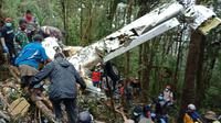 Pesawat Dimonim PK-HVQ yang sempat hilang kontak ditemukan di Kabupaten Pegunungan Bintang, Papua, Minggu (12/8). Dari sembilan penumpang, delapan ditemukan sudah meninggal dunia dan satu masih hidup. (Liputan6.com/HO/Humas Polda Papua)