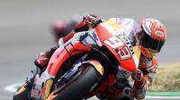 Pembalap Repsol Honda Marc Marquez dalam balapan MotoGP Jerman di Sirkuit Sachsenring, Minggu (7/7/2019) malam WIB.  (AP Photo/Jens Meyer)