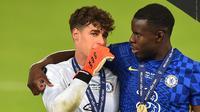 Kepa Arrizabalaga (kiri) saat menjadi pahlawan kemenangan Chelsea di Piala Super Eropa 2021, Kamis (12/08/2021) dini hari WIB. (PAUL ELLIS / AFP)