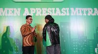 Perusahaan ojek online, Grab melakukan kerjasama dengan putra sulung Presiden Jokowi untuk pengadaan jas hujan bagi pengendara Grab Bike.(Liputan6.com/Fajar Abrori)