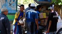 Aksi solidaritas dilakukan oleh para pegawai pajak untuk membantu para korban bencana Gempa Lombok. (Liputan6.com/Dok. Humas Kanwil Pajak Nusa Tenggara)