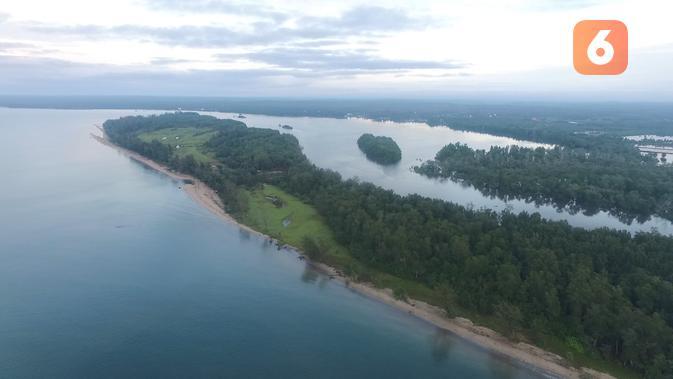 Selain memiliki pantai yang indah, Kecamatan Muara Badak, Kabupaten Kutai Kartanegara juga menyimpan terumbu karang yang indah.