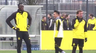Berita video mantan sprinter asal Jamaika, Usain Bolt, melakukan aksi nutmeg saat berlatih bersama Borussia Dortmund. This video presented by BallBall.