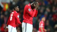 Pemain Manchester United Romelu Lukaku bereaksi setelah kalah dari Sevilla pada laga leg kedua 16 besar Liga Champions di Old Trafford, Selasa (13/3). Kalah 1-2 dari Sevilla membuat langkah Manchester United di Liga Champions terhenti. (AP/Dave Thompson)