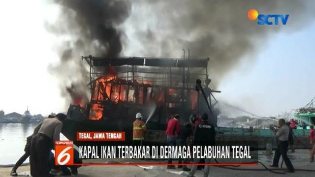 Sebuah kapal ikan yang mengangkut bahan bakar solar di dermaga Pelabuhan Kota Tegal, ludes terbakar akibat korsleting listrik.