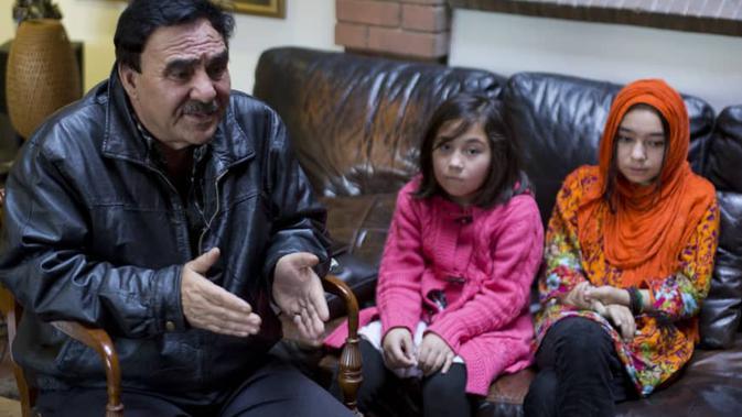 Chaudhry Javed Atta mengaku kehilangan istrinya, Malika Mamiti yang berlatar belakang etnis Uighur (AP)