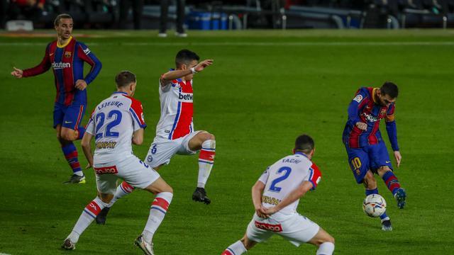 Barcelona Bantai Deportivo Alaves 5-1