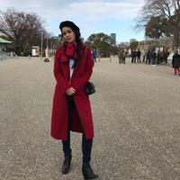 Kalau yang satu ini saat Gracia liburan ke Jepang saat akhir tahun kemarin. Stylish banget gayanya. Ia memakai celana jeans, atasan putih dan dipadukan dengan outer berwarna merah serta syalnya. (Instagram/graciaz14)