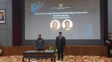 Kementerian Koordinator Bidang Perekonomian menyelenggarakan serah terima jabatan Menteri Perekonomian dari Darmin Nasution kepada Airlangga Hartarto. Merdeka.com/Dwi Aditya P
