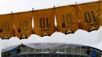Jersey kualitas rendah bertuliskan nama Neymar dijual di sekitar stadion Arena Fonte Nova, Salvador, Brasil. (AP/Natacha Pisarenko)