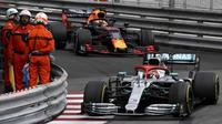 Lewis Hamilton menjuarai GP Monaco setelah mendominasi sejak awal laga. (dok. F1)