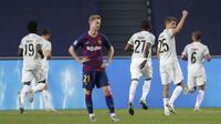 Para pemain Bayern Munchen merayakan keberhasilan cetak gol ke gawang Barcelona pada perempat final Liga Champions, Sabtu (15/8/2020) dini hari WIB. (Manu Fernandez / POOL / AFP)