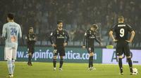 Ekspresi pemain Real Madrid pada laga melawan Celta Vigo di Copa del Rey, Kamis (26/1/2017). Madrid hanya bermain 2-2 sehingga kalah agregat 3-4. (AP Photo/Lalo R. Villar)