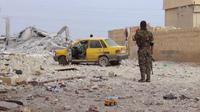 Anggota Pasukan Pertahanan Suriah di Tabqa, salah satu sudut kota Raqqa. (Sumber Wikimedia Commons)