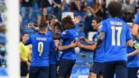 Timnas Italia berselebrasi dalam laga kontra Lithuania di Kualifikasi Piala Dunia 2022 zona Eropa, Kamis (9/9/2021) dini hari WIB. Italia menang telak 5-0 atas Lithuania. (Vincenzo PINTO / AFP)