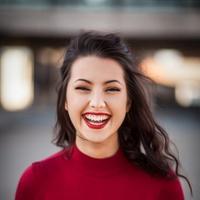 Bagi yang miliki spot hitam di wajah, coba ikuti cara ini deh untuk jadikan makeup cantik sempurna. (unsplash.com)