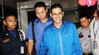 Mantan Bendahara Partai Demokrat, Muhammad Nazaruddin usai menjalani pemeriksaan di KPK, Jakarta, Selasa (17/3/2015). Nazaruddin diperiksa dalam kasus dugaan korupsi pengadaan alkes di Universitas Udayana tahun anggaran 2009. (Liputan6.com/Helmi Afandi)