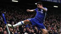 Striker Chelsea, Diego Costa, merayakan gol yang dicetaknya ke gawang Stoke City pada laga Liga Inggris di Stadion Stamford Bridge, Inggris, Sabtu (31/12/2016). (Reuters/Eddie Keogh)