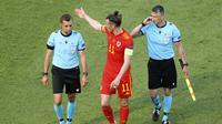 Striker Wales, Gareth Bale tidak bisa berbuat banyak hingga babak pertama usai. (Foto: AP/Naomi Baker/Pool)