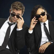 """Kacamata hitam Police; Origins 1 SPL872K yang diciptakan khusus untuk film Men In Black """"International."""" Sumber foto: Akun Instagram @optikseis."""