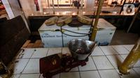 Timbangan terlihat di los pedagang daging yang kosong di Pasar Kebayoran, Jakarta, Rabu (20/1/2021). Para pedagang daging sapi di sejumlah pasar di kawasan Jakarta, Bogor, Depok, Tangerang, dan Bekasi (Jabodetabek) menggelar aksi mogok jualan hingga Jumat (22/1). (Liputan6.com/Johan Tallo)