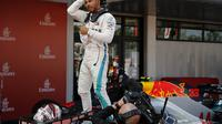 Ekspresi pembalap Mercedes, Lewis Hamilton, setelah menjuarai F1 GP Spanyol, di Sirkuit Catalunya, Minggu (13/5/2018). (AP Photo/Alessandra Tarantino)