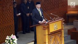 Ketua DPR Bambang Soestyo memberikan pidato dalam rapat paripurna pembukaan masa persidangan V tahun 2018-2019 di Nusantara II, Kompleks Parlemen MPR/DPR-DPD, Senayan, Jakarta, Rabu (8/5/2019). (Liputan6.com/JohanTallo)