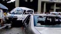 Persaingan usaha taksi ini juga terkait kepemilikan yang terkait partai pendukung pemerintahan dan oposisi.