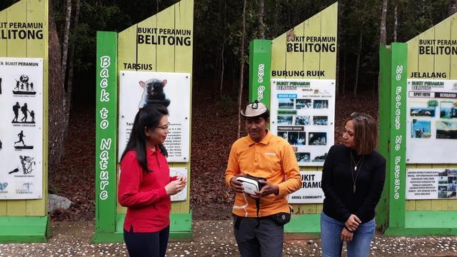 Executive Vice President CSR BCA Inge Setiawati saat acara di Bukit Peramun.