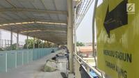 Suasana skybridge atau JPM Tanah Abang di Jakarta, Senin (15/10). Jembatan multi guna tersebut telah dilakukan soft launching, dengan terlebih dulu menempatkan 100 pedagang kaki lima berjualan di skybridge tersebut. (Liputan6.com/Immanuel Antonius)
