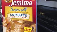 Memiliki sejarah yang didasarkan pada stereotip ras, Perusahaan AS Quaker Oats telah mengumumkan akan mengganti nama merek dari sirup dan bahan makanan Aunt Jemima. (Photo credit: AP Photo/Courtney Dittmar)