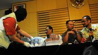 Selain Rachmat Yasin, Kepala Dinas Pertanian dan Kehutanan Kabupaten Bogor Muhammad Zairin serta pihak dari PT BJA (Bukit Jonggol Asri) Franciskus Xaverius Yohan Yhap juga jadi tersangka, Jakarta, Kamis (8/5/2014) (Liputan6.com/Faisal R Syam).