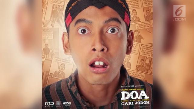 Fedi Nuril merubah penampilannya demi memerankan sebuah tokoh di film terbaru. Transformasi penampilannya itu ia unggah di media sosial.