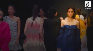 Jakarta Fashion Week selalu menampilkan berbagai karya desainer dalam negeri.
