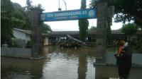 Sungai Tanggul di Jember meluap, 300 rumah terendam. (Liputan6.com/Dian Kurniawan)