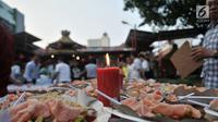 Hidangan berbuka puasa atau takjil di Vihara Dharma Bhakti, Glodok, Jakarta, Rabu (30/5). Acara ini diinisiasi oleh Yayasan Wihara Kim Tet Ie bekerja sama dengan Muslim Tionghoa dan Laskar Pembela Islam. (Merdeka.com/Iqbal S. Nugroho)